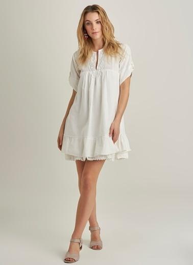 NGSTYLE Dantel Detaylı Elbise Beyaz